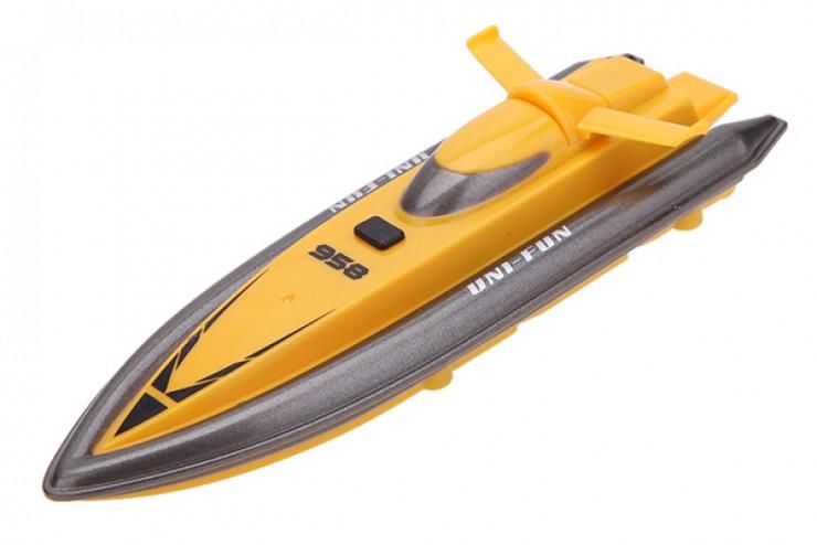 детская лодка на управлении